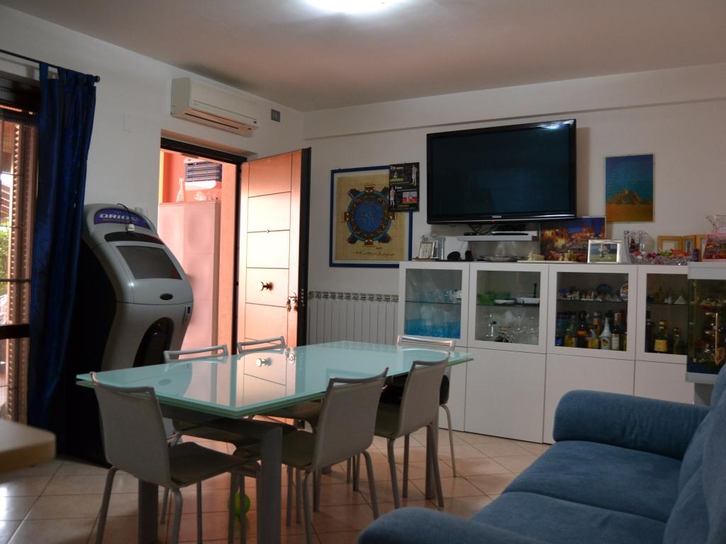 soggiorno con cucina open space openspace #LivingRe
