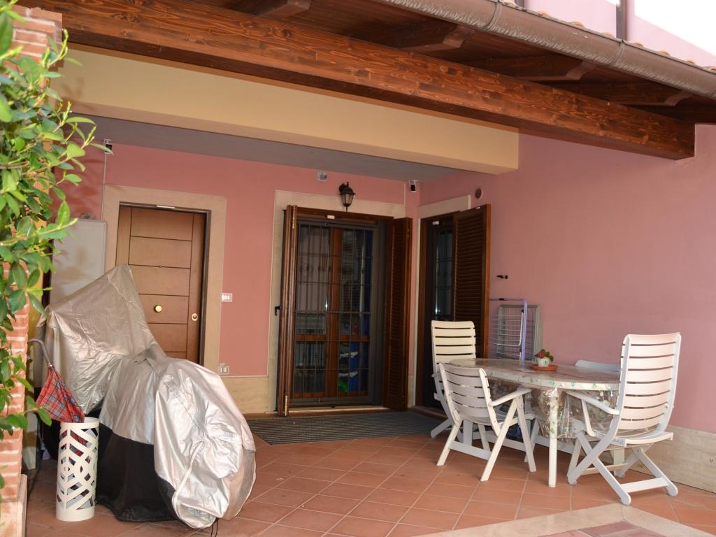 Portico con tettoia #portico #spazioesternoprivato #ingressoindipendente #villettaschiera #LivingRe